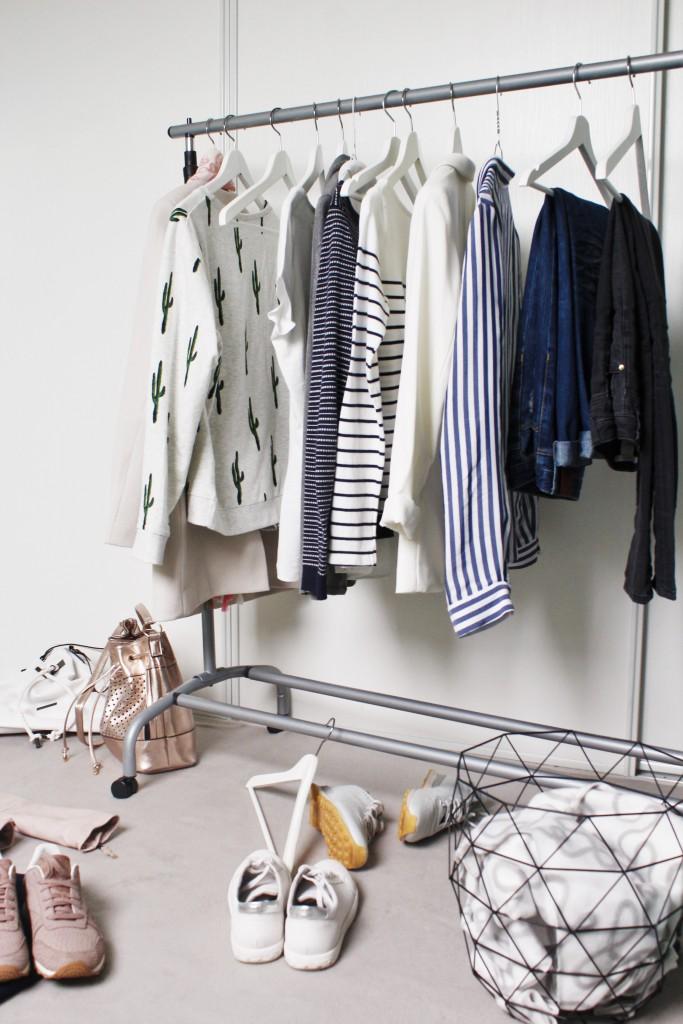 Ein voller Kleiderschrank und nichts zum Anziehen? Bereite diesem Dilemma ein Ende und gestalte deinen Schrank nach dem Capsule Wardrobe Prinzip.