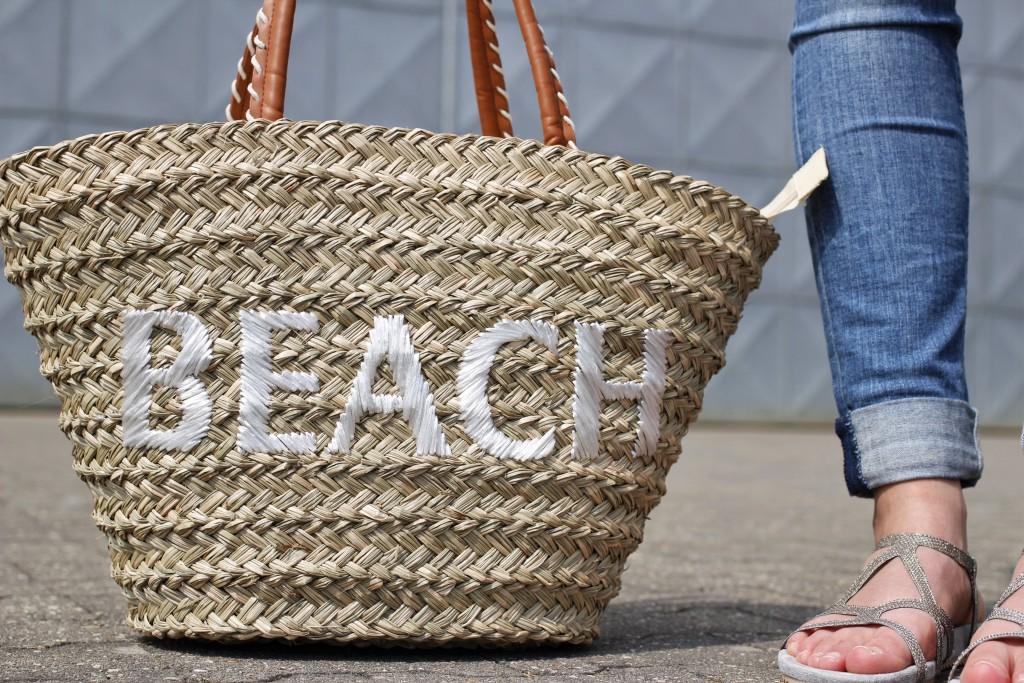 Korbtasche und Sandalen eignen sich perfekt für den Sommer-Alltag. So kommt Katharina von Some Kind of Fashion stylisch und bequem durch die warmen Tage.