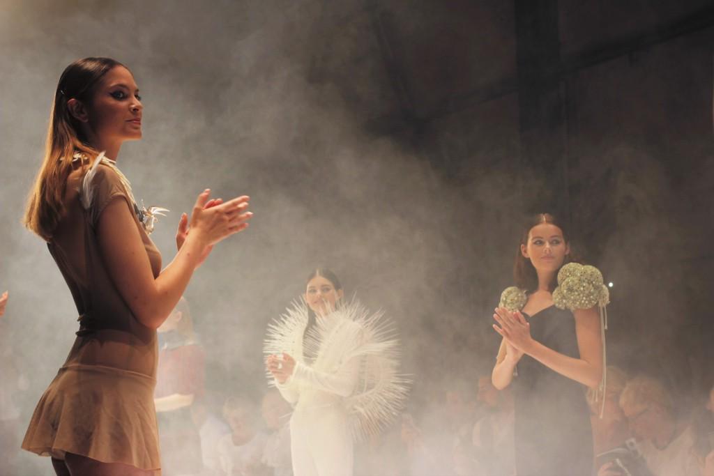 3D Fashion bei Platform Fashion verzaubert das Publikum. Wahre Kunstwerke aus dem 3D Drucker waren hier auf dem Laufsteg zu sehen.
