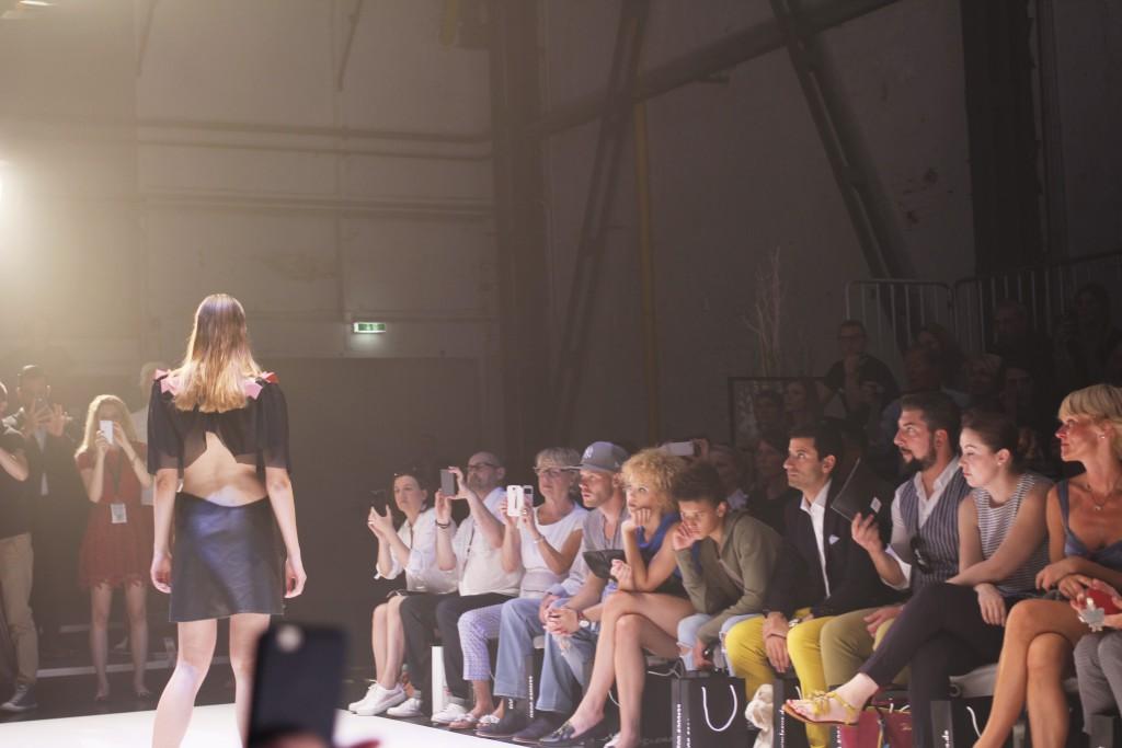 Modenschau bei Platform Fashion mit Topmodels auf und neben dem Laufsteg. Die Gäste konnten sich über gleich 4 Teilnehmerinnen der GNTM-Staffel 2016 freuen.