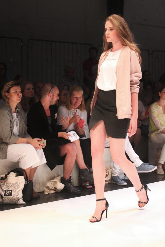 Ein Traum in Rosa bei Platform Fashion. Die Bomberjacke hat es Katharina von Some Kind of Fashion angetan.