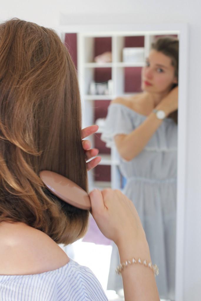 Um morgens Zeit zu sparen und gleichzeitig die Haare zu pflegen, verwendet Katharina von Some Kind of Fashion die neuen Trockenshampoos von Batiste.