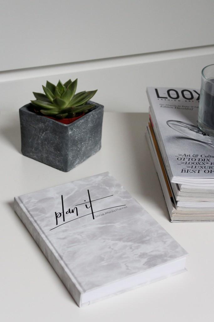 Du hast 1000 Ideen im Kopf, aber kein Konzept das dir sagt was du wann wie machen sollst? Dann ist es Zeit über einen Redaktionsplan nachzudenken. Bloggerin Katharina stellt dir 10 gute Gründe vor warum dein Blog einen Redaktionsplan braucht und was das überhaupt genau ist.