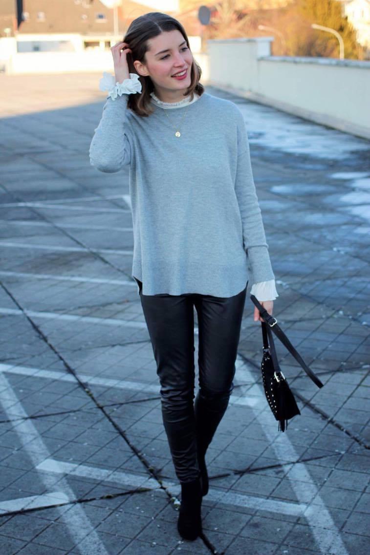 Ein It-Piece dieses Winters sind Statementärmel. Deshalb haben die Mädels von Just be Yourself dieses Thema aufgegriffen und zeige eine Woche lang 5 verschiedene Looks dazu. Den Anfang macht Bloggerin Katharina mit einem Outfit rund um eine tolle Bluse mit Trompetenärmel.