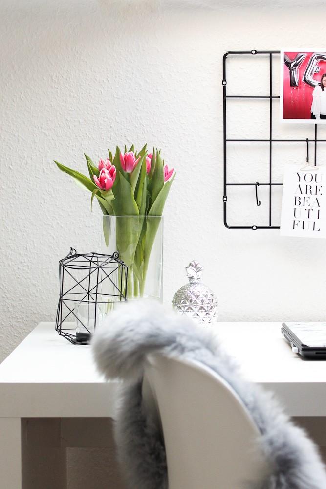 Wer viel von zuhause arbeitet und lernt, braucht ein gut organisiertes Homeoffice. Bloggerin Katharina gibt Tipps, wie du die richtige Arbeitsatmosphäre schaffst und produktiv im Homeoffice arbeitest.