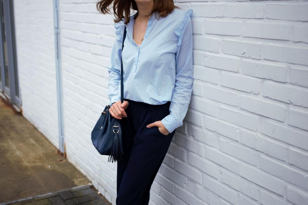 Rüschen sind in diesem Frühling ein großer Trend. Bloggerin Katharina setzt ihn dezent und stylisch zu Culottes ein.
