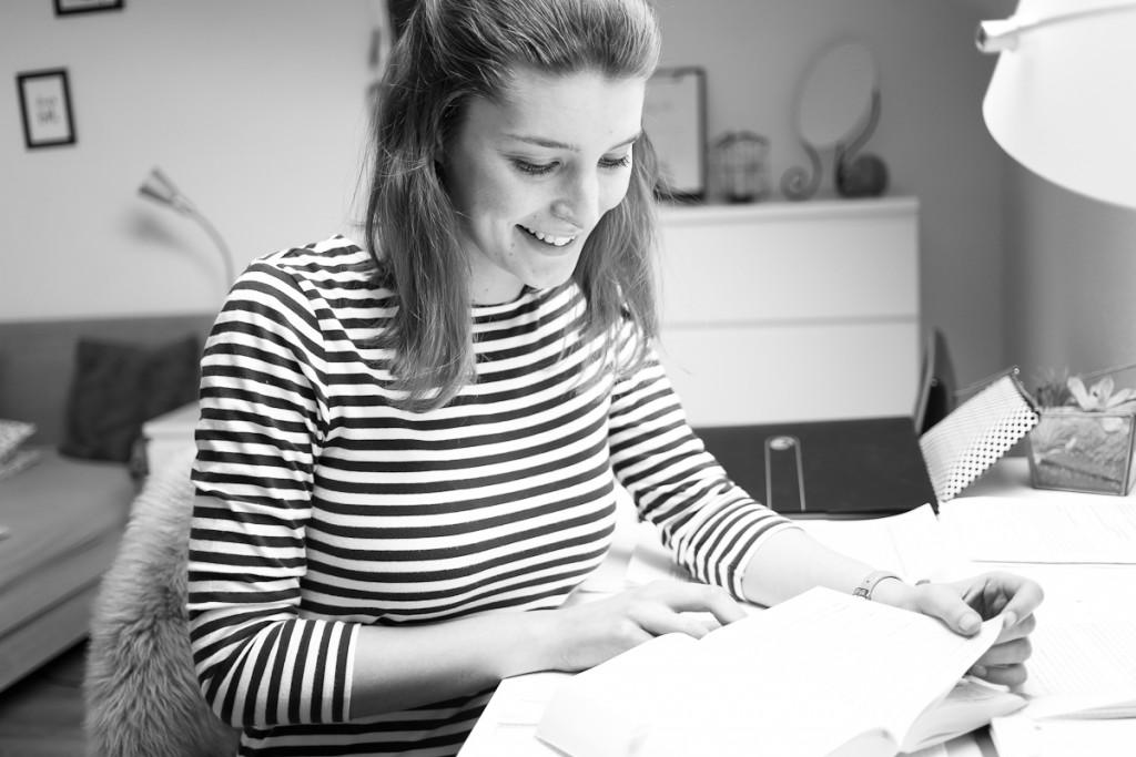 Abi, Uni-Alltag oder Weiterbildung? In jeder Lebensphase gibt es Prüfungen, die wir bestehen müssen. Deshalb hat Bloggerin Katharina 10 Tipps zusammengestellt, wie du die Klausurphase überlebst.