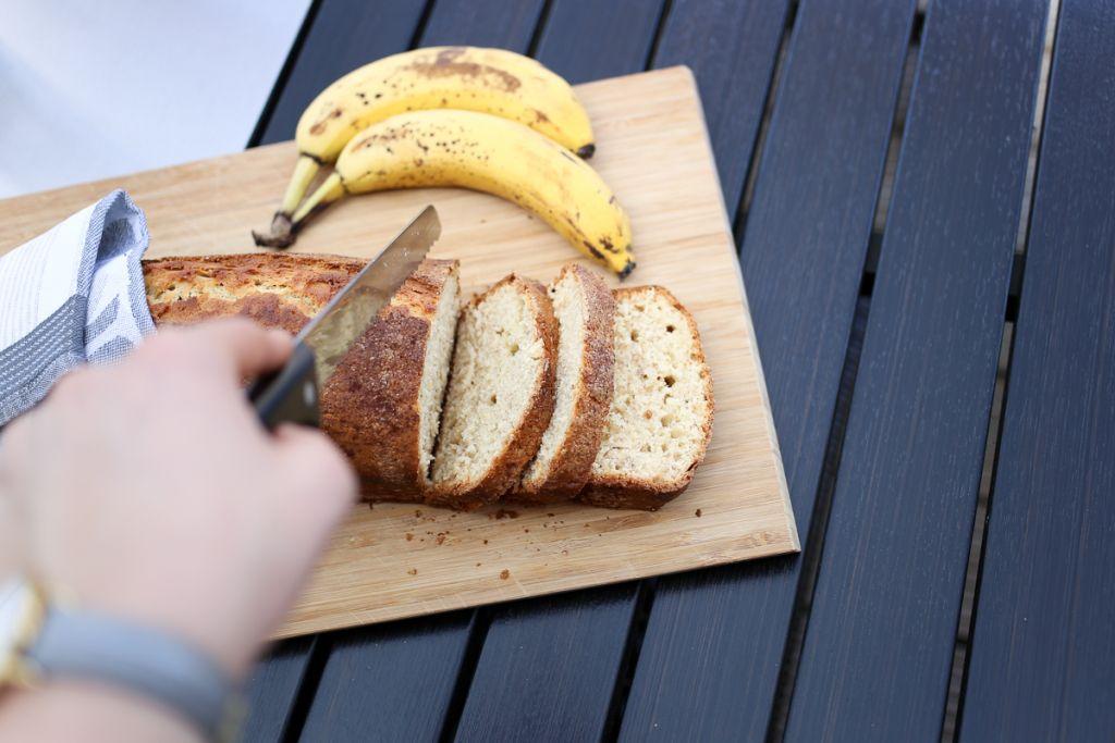 Eine leckere und einfach Alternative zu Kuchen ist das Bananenbrot. Mit nur wenigen Zutaten kannst du eine kleine Köstlichkeit backen und genießen.