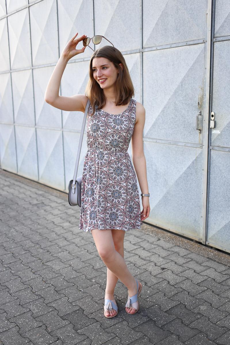 Katharina von Some Kind of Fashion hat ein Style Diary zusammengestellt, in dem sie zeigt, was sie die letzten Tage getragen hat und Inspiration bietet, wie ihr eure Outfits für den Alltag gestalten könnt. Ein leichtes Sommerkleid darf da momentan natürlich nicht fehlen.