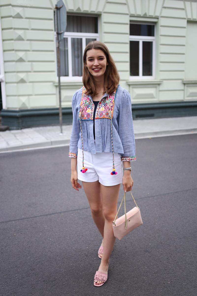 Im Sommer erlebt der Boho-Style jedes Jahr ein Come-Back. Und das zu Recht! Wie ich den Boho-Style in einem sommerlichen Outfit aufgreife, zeige ich heute.