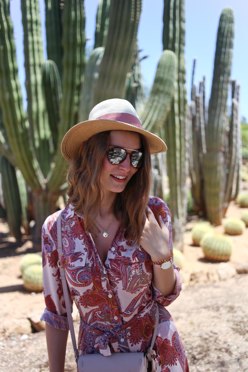 Raus aus der Komfortzone um mehr Komfort zu bekommen - klingt paradox? Bloggerin Katharina erklärt mit ihrem Maxikleid wie das für sie funktioniert.